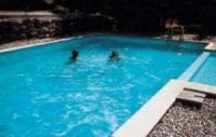 http://locationsdelhubert.wifeo.com/images/Balbiac_piscine.jpg